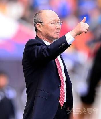 Cựu trợ lý Guus Hiddink sang Việt Nam thay HLV Hữu Thắng ảnh 1