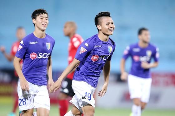 Niềm vui của Quang Hải sau bàn thắng đầu tiên cho Hà Nội. (Ảnh: MINH HOÀNG)