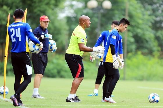 Thủ môn đội tuyển Việt Nam đủ trình độ chơi bóng ở châu Âu ảnh 1