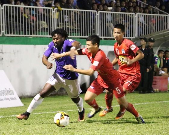 Tường thuật vòng 23 V-League: Công Phượng tỏa sáng ghi bàn thắng thứ 3 cho HA.GL ảnh 2