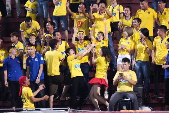 Tường thuật vòng 23 V-League 2017: Thanh Hóa giành lại ngôi đầu bảng ảnh 2
