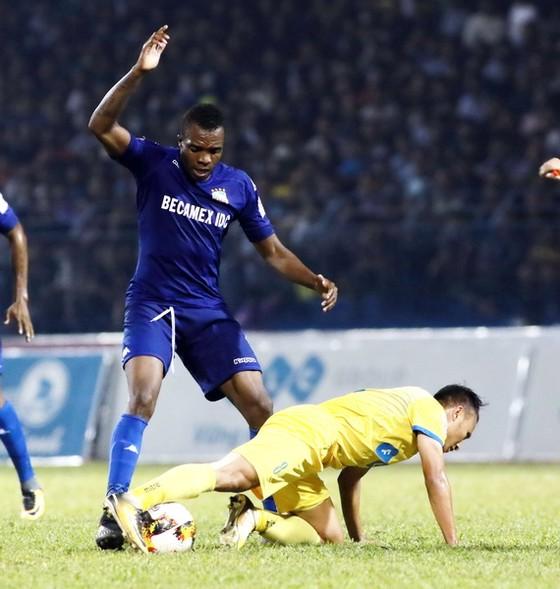 Hy vọng đoạt Cúp vô địch của Thanh Hóa đang lùi xa sau trận hòa B.Bình Dương. Ảnh: MINH HOÀNG