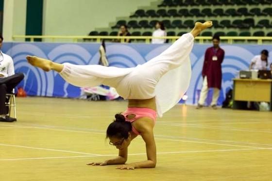 Một bài thi ở giải Yoga toàn quốc 2017. Ảnh: TCTDTT