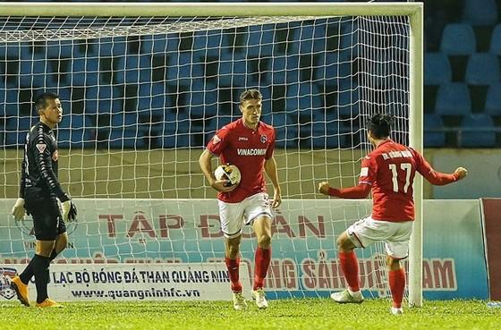 Trực tiếp vòng 26 V-League 2017: Quảng Nam vô địch, Anh Đức đoạt giải vua phá lưới ảnh 2