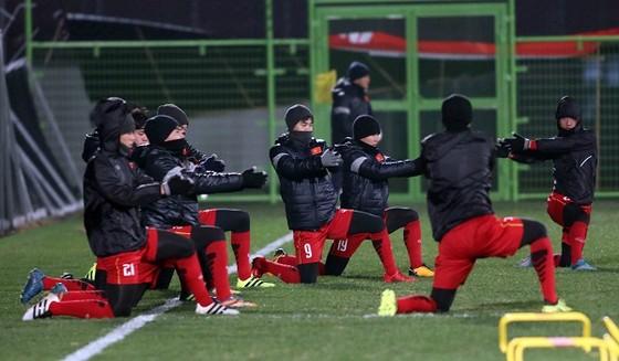 Côn Sơn chào đón U23 Việt Nam bằng cái lạnh 0 độ ảnh 1