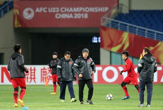 VCK U23 châu Á 2018: Trung Quốc và Qatar cùng giành chiến thắng  ảnh 1