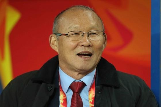 Nụ cười hài lòng của ông Park sau bàn mở tỷ số của Quang Hải. Ảnh: ANH KHOA