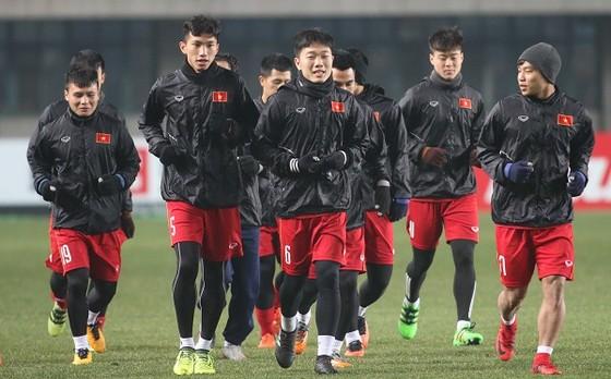 Đội U23 Việt Nam trong buổi tập vào tối 15-1. Ảnh: ANH KHOA