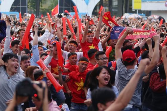 Trực tiếp U23 Việt Nam - U23 Qatar: Tiến lên Việt Nam ảnh 1