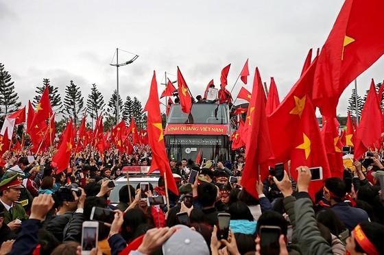 U23 Việt Nam rạng rỡ trong ngày về. Ảnh: MINH HOÀNG