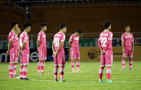 Cầu thủ CLB Sài Gòn cùng nhiều đội khác dành 1 phút mặc niệm, tưởng nhớ nguyên Thủ tướng Phan Văn Khải