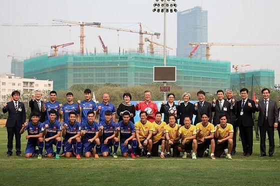Tổng thống Hàn Quốc giao lưu cùng đội tuyển Việt Nam ảnh 4