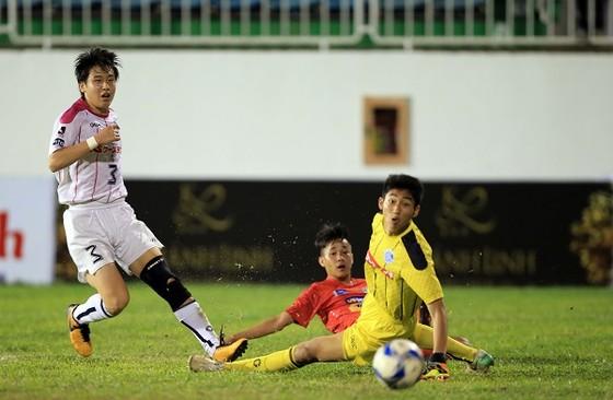 Pha ghi bàn mở tỷ số của đội U19 HA.GL. Ảnh: DŨNG PHƯƠNG