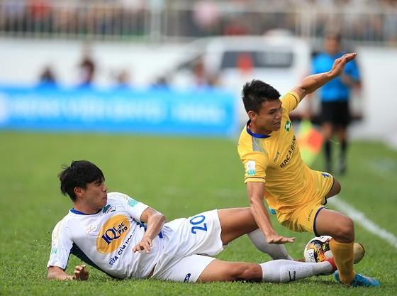 Cuộc đua trụ hạng ở V-League 2018: Nam Định nhiều nguy cơ nhất ảnh 1