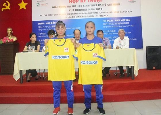 Đại diện cầu thủ giới thiệu mẫu áo thi đấu