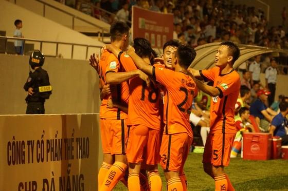 Niềm vui chiến thắng của các cầu thủ Đà Nẵng. Ảnh: CHÁNH MẠNH