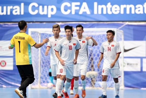 Việt Nam thắng Trung Quốc 4-0 tại giải futsal quốc tế CFA Cup 2018  ảnh 1