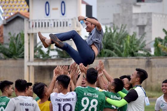 Cầu thủ Bà Rịa Vũng Tàu đuổi đánh trọng tài ảnh 1