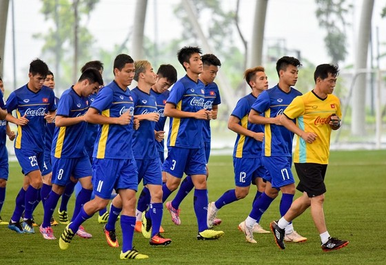 Bộ trưởng Bộ VH-TT-DL Nguyễn Ngọc Thiện thăm đội U23 Việt Nam ảnh 4