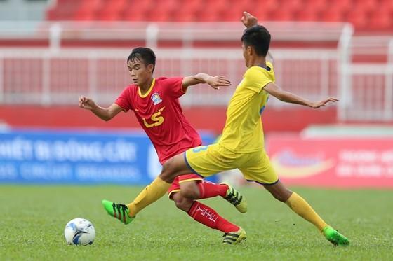 Viettel (áo đỏ) giành chiến thắng dễ dàng trước Khánh Hòa. Ảnh: ANH TRẦN
