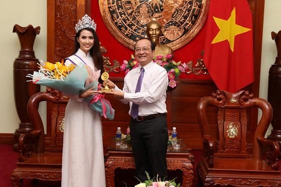 Hoa hậu đại sứ du lịch thế giới Phan Thị Mơ về thăm Tiền Giang ảnh 3