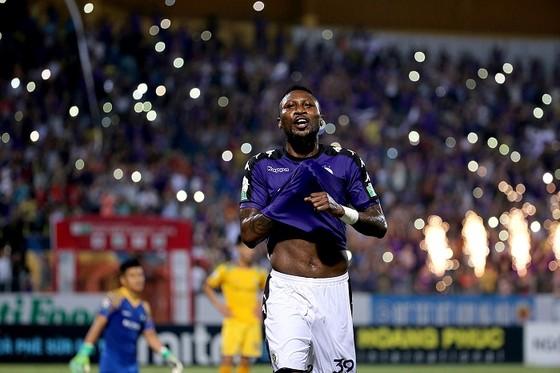 Nuti Cafe V-League 2018: Chào đón tân vương ảnh 3