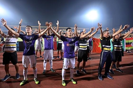 Nuti Cafe V-League 2018: Chào đón tân vương ảnh 6