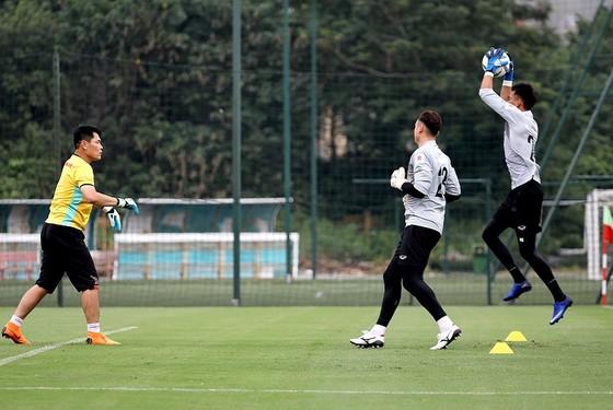 Thủ môn Tuấn Mạnh tự tin có một suất chính cùng đội tuyển Việt Nam dự AFF Cup 2018 ảnh 1