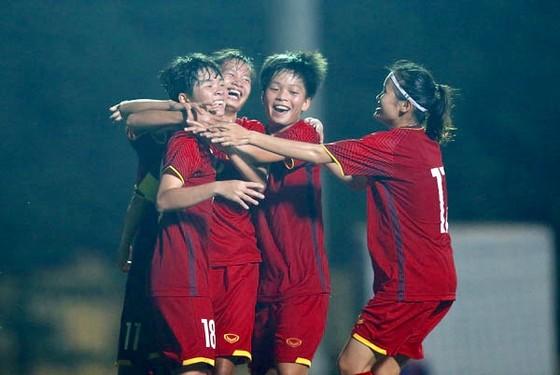 Các cầu thủ Việt Nam chật vật qua chiến thắng ngược dòng trước Malaysia. Ảnh: Đoàn Nhật