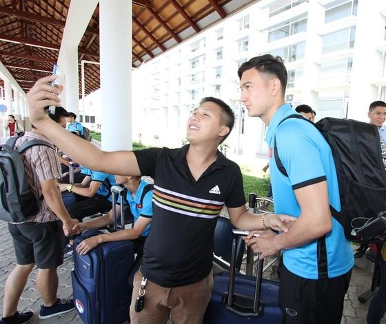 Những hình ảnh đầu tiên của ĐTVN tại Lào ảnh 3
