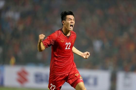 Việt Nam - Campuchia 3-0: Lấy ngôi đầu bảng ảnh 4