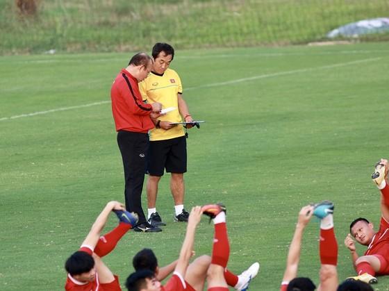Ông Park tỏ ra lợi hại trong việc biến chuyển đội hình. Ảnh: MINH HOÀNG