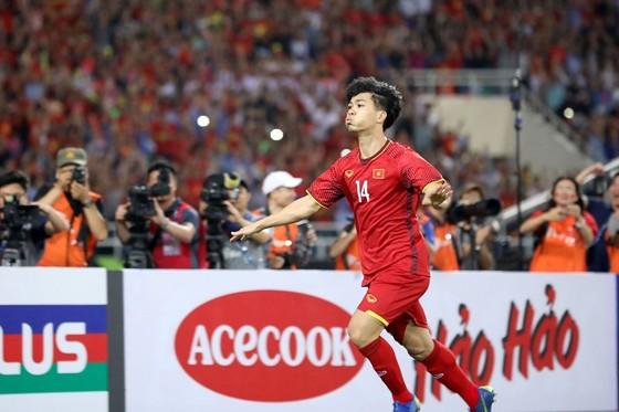 Niềm vui của Công Phượng sau bàn thắng nâng tỷ số cho tuyển Việt Nam. Ảnh: MINH HOÀNG