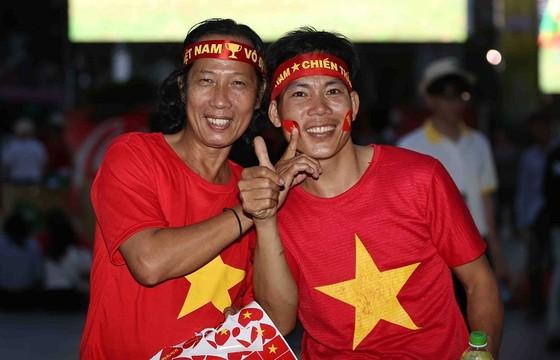 Malaysia - Việt Nam 2-2: Hai tiền vệ trung tâm lập công ảnh 8