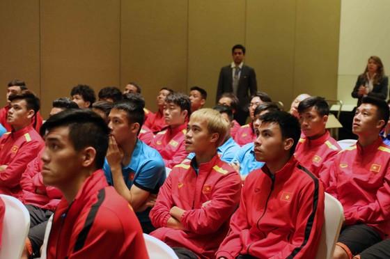 AFC gặp gỡ, phổ biến điều lệ cho đội tuyển Việt Nam ảnh 3