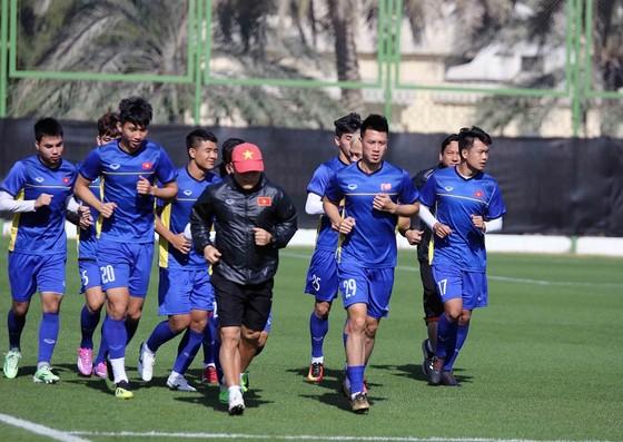 Đội tuyển Việt Nam trên sân tập ngày 9-1. Ảnh: A.K