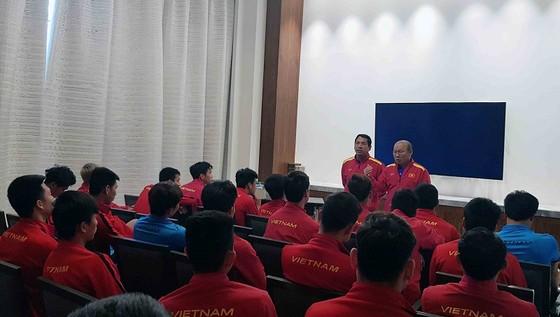 Đội tuyển Việt Nam làm quen với công nghệ VAR ảnh 1