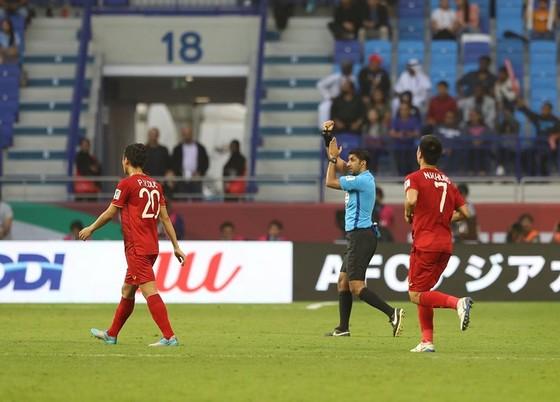 (Trực tiếp) Việt Nam - Nhật Bản 0-1: VAR lại đem niềm vui về cho Nhật Bản ảnh 10