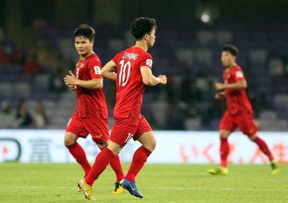 (Trực tiếp) Việt Nam - Nhật Bản 0-1: VAR lại đem niềm vui về cho Nhật Bản ảnh 7