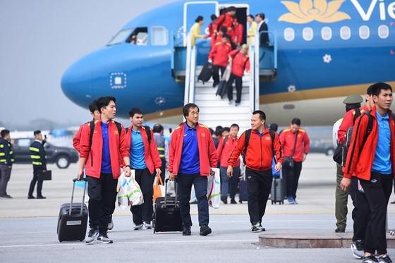 Đội tuyển Việt Nam về nước ảnh 2