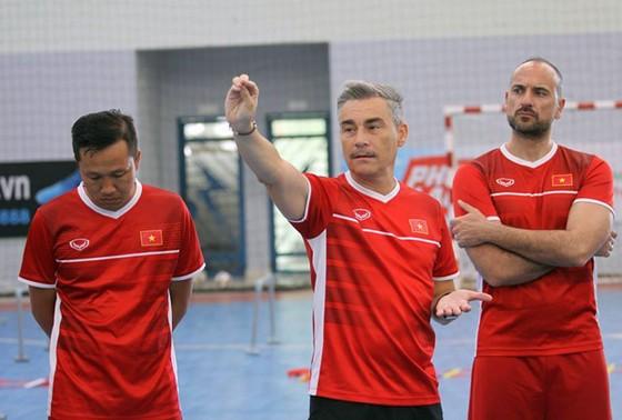 """6 cầu thủ futsal Việt Nam đi """"du học"""" tại Tây Ban Nha   ảnh 3"""