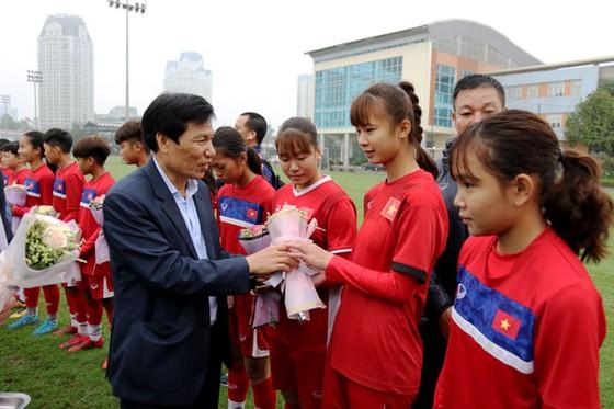 Bộ trưởng Bộ VH-TT&DL Nguyễn Ngọc Thiện thăm các đội tuyển quốc gia ảnh 1
