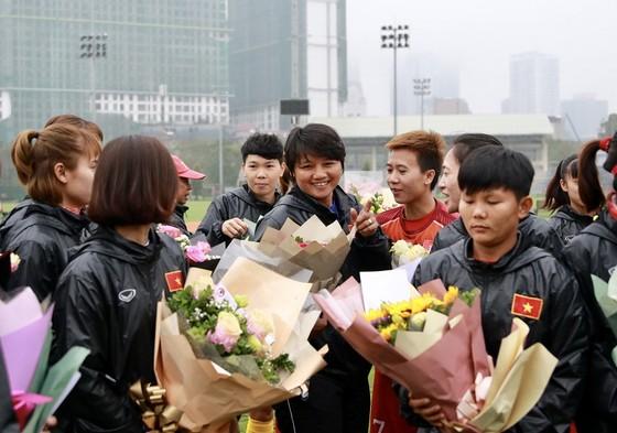 Đội tuyển nữ Việt Nam trong ngày 8-3. Ảnh: MINH HOÀNG
