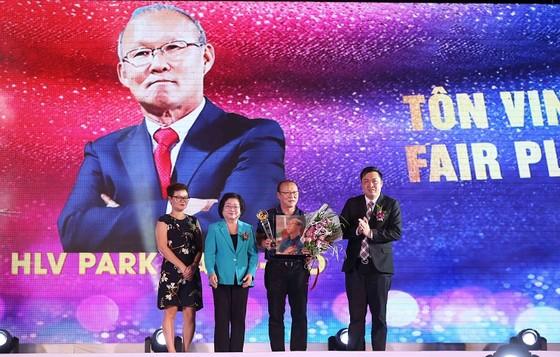 Ông Park Hang-seo được vinh danh Fair-Play năm 2018. Ảnh: DŨNG PHƯƠNG