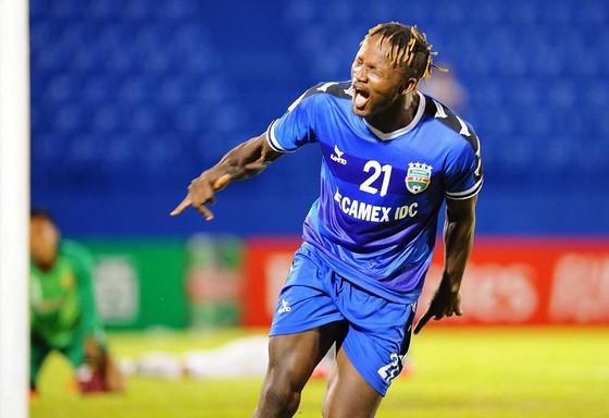 Mansaray tỏa sáng với 3 bàn thắng cho Becamex Bình Dương. Ảnh: DŨNG PHƯƠNG