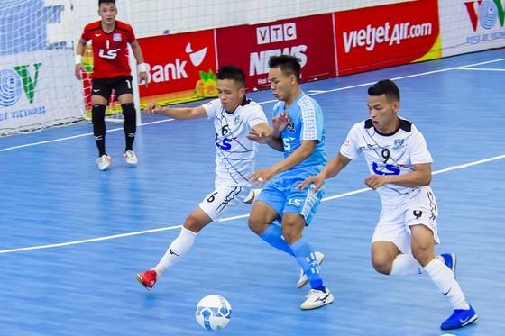 Thái Sơn Bắc thắng sốc trước các nhà đương kim vô địch ảnh 1