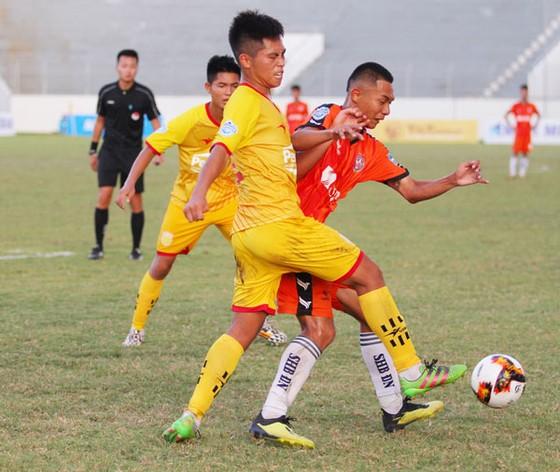 Cuộc so tài bất phân thắng bại giữa Trẻ Đà Nẵng và Nam Định. Ảnh: Đoàn Nhật