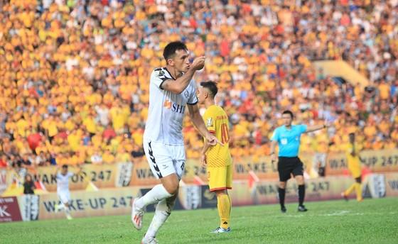 Patiyo giúp Nam Định giành trọn 3 điểm trên sân Thiên Trường ảnh 1