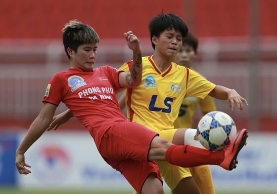Cuộc thư hùng giữa hai đội TPHCM I và Hà Nam trong trận chung kết năm ngoái. Ảnh: DŨNG PHƯƠNG