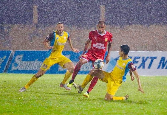 Thắng Nam Định 3-0, Khánh Hòa hồi sinh ngoạn mục ảnh 1